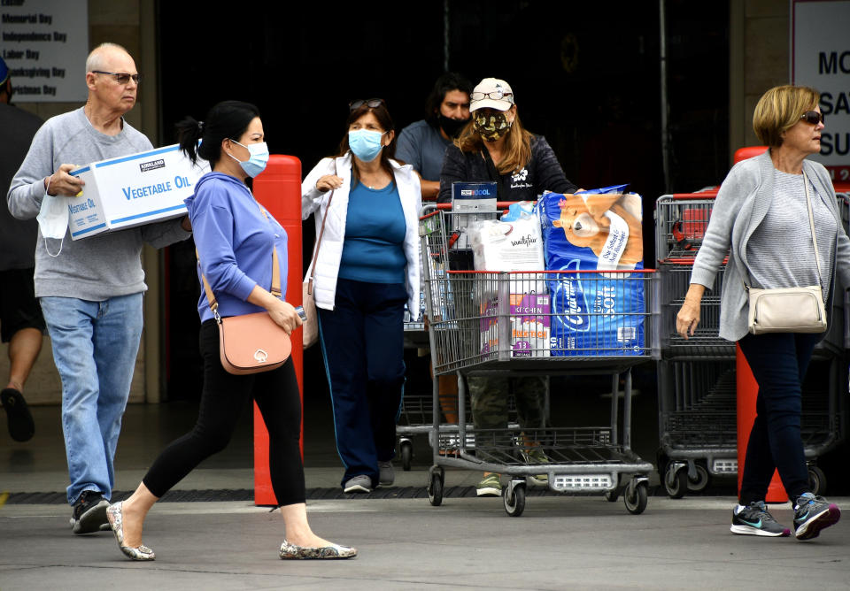Masked and unmasked shoppers leave Costco. Source: Getty Images