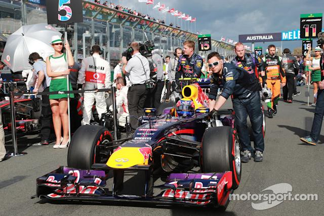 "Mark Webber, Red Bull Racing RB9 en la parrilla <span class=""copyright"">XPB Images</span>"