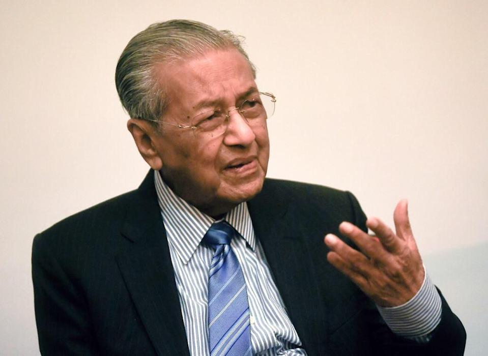 Tun Dr Mahathir Mohamad said Tan Sri Muhyiddin Yassin is hoping he will have no Opposition parties competing against him, which will increase his Parti Pribumi Bersatu Malaysia's (Bersatu) chances of winning without contest. ― Bernama pic