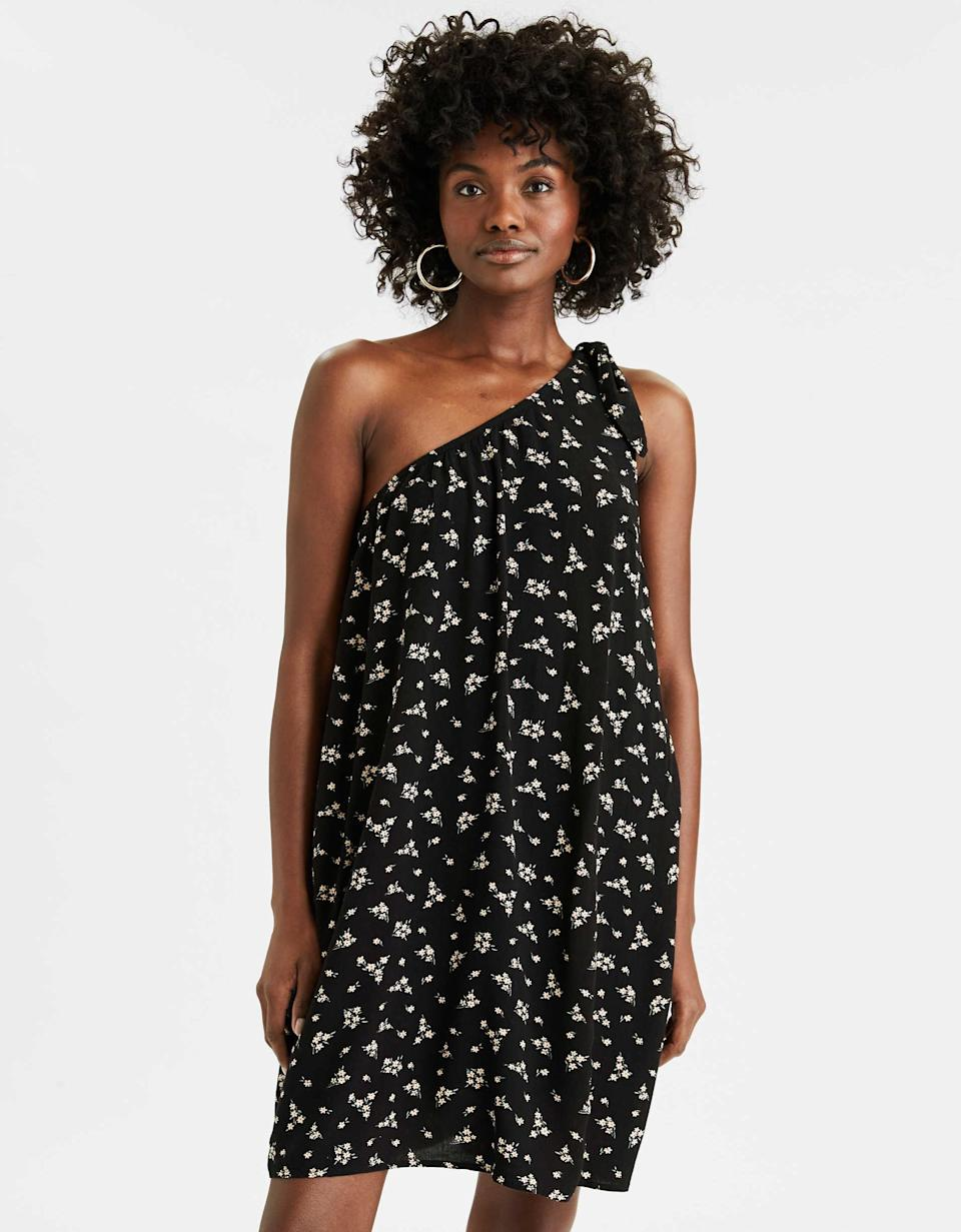 """<h3><a href=""""https://fave.co/2BLiO3a"""" rel=""""nofollow noopener"""" target=""""_blank"""" data-ylk=""""slk:Aerie One-Shoulder Shift Dress"""" class=""""link rapid-noclick-resp"""">Aerie One-Shoulder Shift Dress</a></h3><br><strong><em>The Offbeat</em></strong><br><br>This loosely-fitted, swingy Aerie frock has all the comfort of a house dress — but, thanks to a unique, asymmetrical hemline, still feels fresh and elegant.<br><br><strong>The Hype:</strong> 4.5 stars; 39 reviews on AE.com<br><strong>What They're Saying: </strong>""""I love this dress!! So comfortable. I wore it without a bra and it kept everything in place due to the multilayer lining. You can really wear it casual or dress up with heels. I usually wear a medium, but bought a large and it did not slip down."""" — Mari2122, AE.com reviewer<br><br><br><strong>AE</strong> One Shoulder Shift Dress, $, available at <a href=""""https://go.skimresources.com/?id=30283X879131&url=https%3A%2F%2Ffave.co%2F2BLiO3a"""" rel=""""nofollow noopener"""" target=""""_blank"""" data-ylk=""""slk:American Eagle Outfitters"""" class=""""link rapid-noclick-resp"""">American Eagle Outfitters</a>"""
