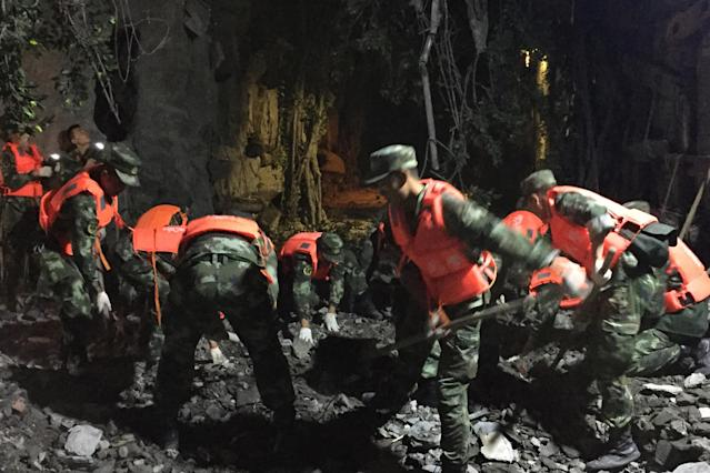<p>Chinese paramilitary police search for survivors after an earthquake in Jiuzhaigou in southwest China's Sichuan province early on Aug. 9, 2017. (Photo: STR/AFP/Getty Images) </p>
