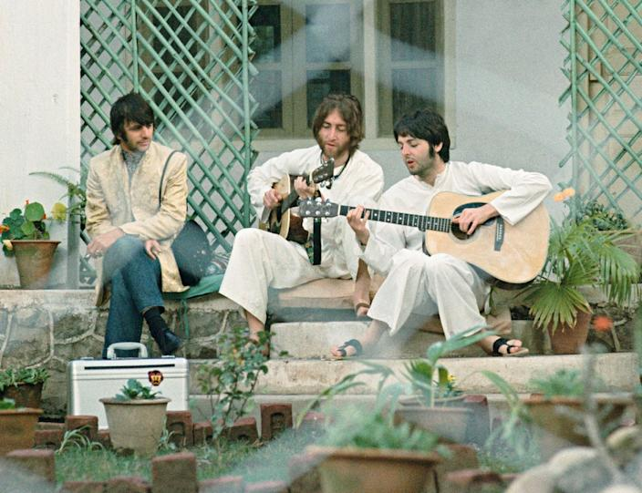 Saltzman took this photo of Lennon and McCartney singing a song