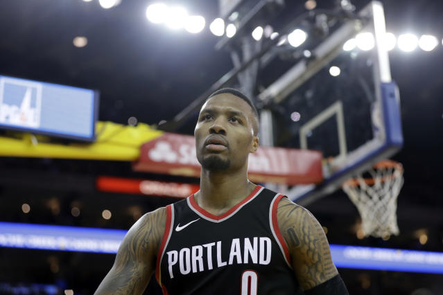 "<a class=""link rapid-noclick-resp"" href=""/nba/players/5012/"" data-ylk=""slk:Damian Lillard"">Damian Lillard</a> handles himself well, as usual. (AP)"