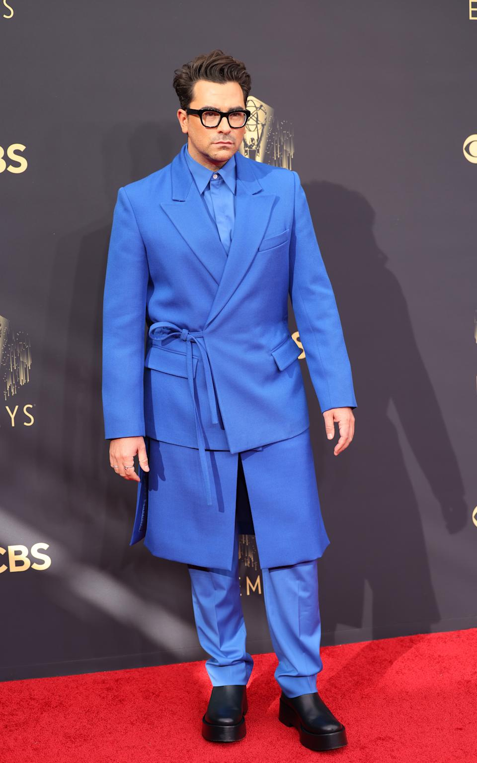 Dan Levy wears a blue suit on the red carpet for the 73rd Annual Emmy Awards taking place at LA Live on Sunday, Sept. 19, 2021 in Los Angeles, CA. (Jay L. Clendenin / Los Angeles Times via Getty Images)