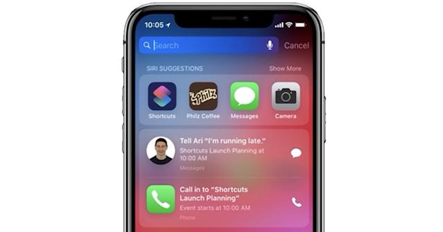 Siri can notice that you're running late, and offer one-tap buttons for calling or texting.