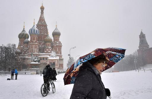 As ruble weakens, Central Asian migrants head back home