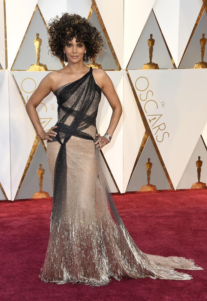 """<p>While Halle Berry's hairdo blew up Twitter, her Versace gown was also something special. She told E!, """"It's romantic and feminine and makes me feel good."""" Us, too!<br /> (Photo by Jordan Strauss/Invision/AP)<br /><br /><a rel=""""nofollow"""" href=""""https://www.yahoo.com/style/oscars-2017-vote-for-the-best-and-worst-dressed-225105125.html"""">Go here to vote for best and worst dressed.</a> </p>"""