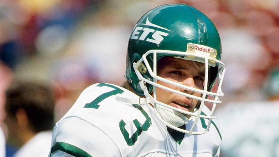 Sep 21, 1986; E. Rutherford, NJ, USA: FILE PHOTO; New York Jets defensive tackle Joe Klecko prior to the start of a game against the Miami Dolphins at Giants Stadium.