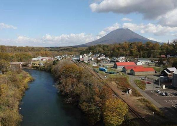 """▲The great view from the bridge on the way to the hot springs. You can see how the Shiribetsu River flows. There are two parking lots in both sides of the bridge. It takes about 3 minutes by car from """"Michi-no-Eki Niseko View Plaza""""."""