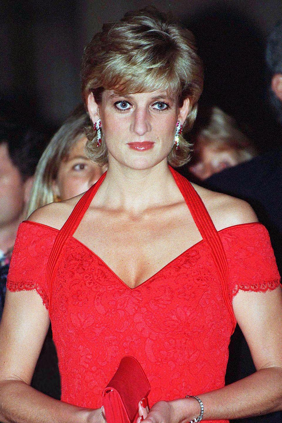 <p>Diana sported a flipped hairstyle at a dinner hosted by The Association for the Struggle Against Infant Paralysis in Argentina. </p>