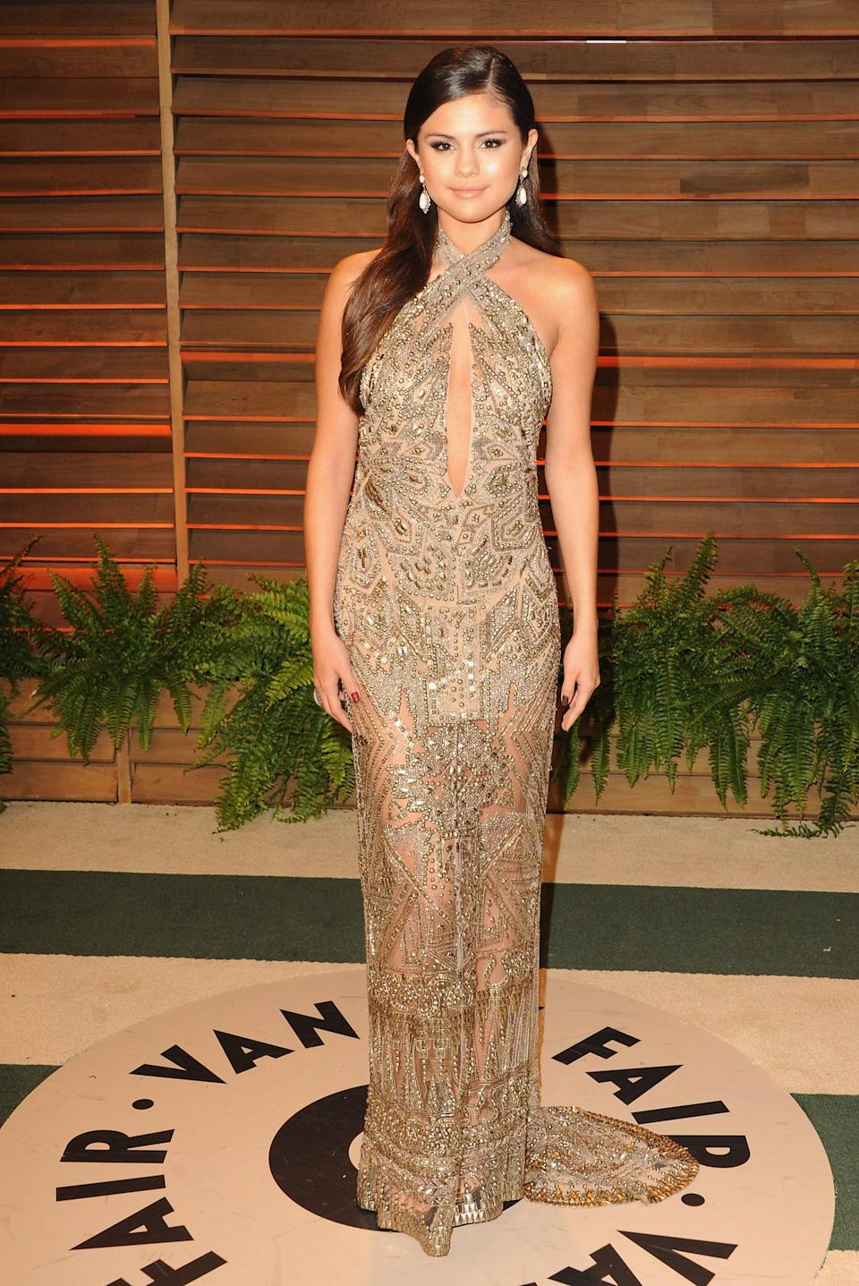 <p>Selena stepped out solo for <b>Vanity Fair</b>'s post-Oscars bash in LA.</p>