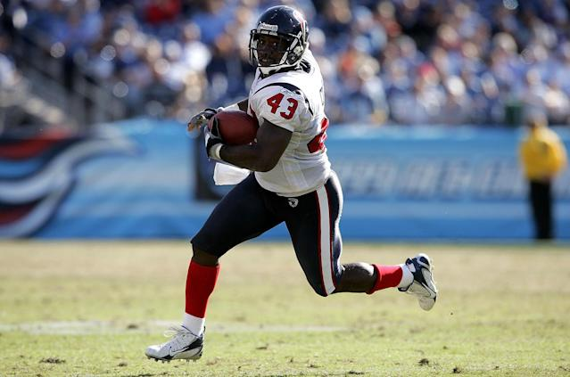 Former NFL player Jameel Cook allegedly stole $100,000 from a NFL fund used to help retired players with medical expenses. (Getty Images)