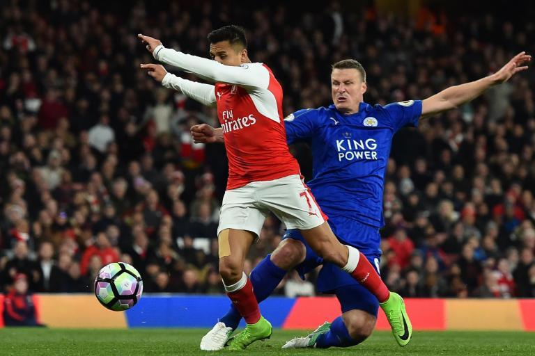 Leicester's Robert Huth trolls Alexis Sanchez with picture of 'battle' wound from Arsenal clash