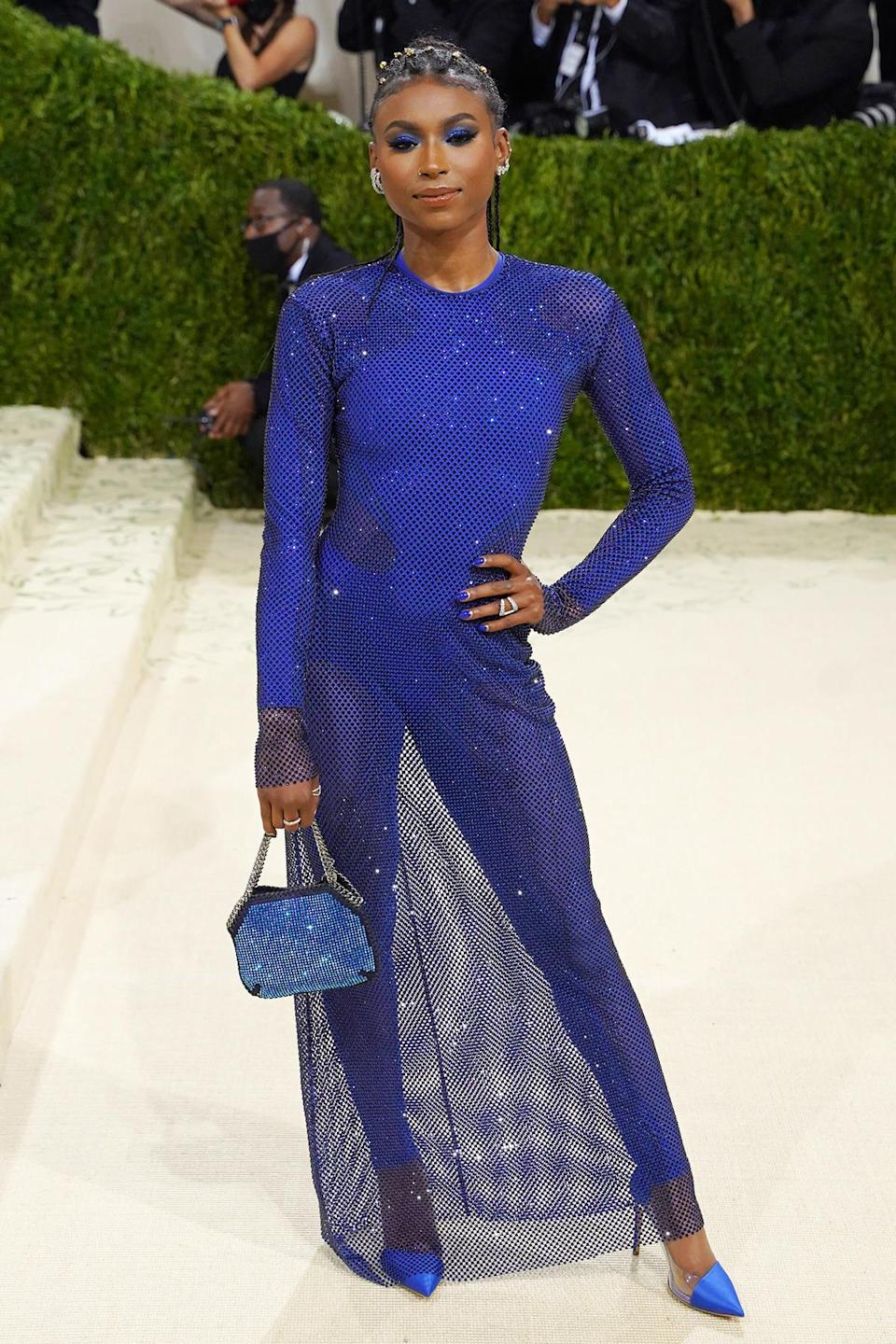 <p>Before most stars began to filter in, gymnast Nia Dennis performed a floor routine on the Met Museum's iconic steps with accompaniment by marching band Brooklyn United.</p>
