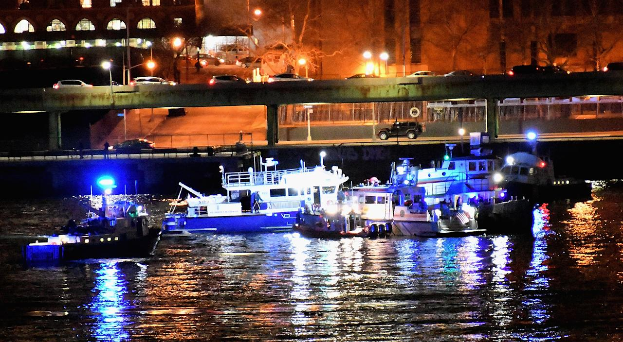 <p>At least 2 dead as helicopter crashes into New York City's East River on March 11, 2018 in New York City. (Photo: Dimitrios Kambouris/Getty Images) </p>