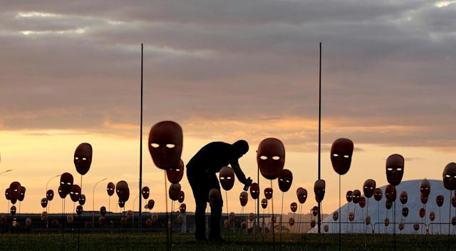 <p>A man paints masks during a protest by non-governmental organization (NGO) Rio de Paz (Rio of Peace) against political corruption scandals, in front of the National Congress in Brasilia, Brazil May 23, 2017. (Photo: Paulo Whitaker/Reuters) </p>
