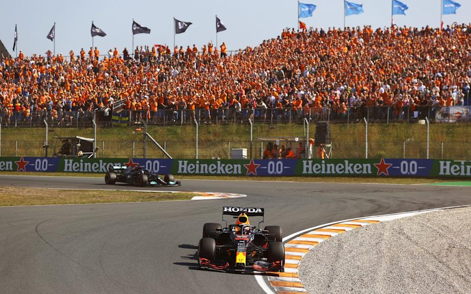 Max Verstappen of the Netherlands driving the (33) Red Bull Racing RB16B Honda leads Lewis Hamilton of Great Britain driving the (44) Mercedes AMG Petronas F1 Team Mercedes W12 during the F1 Grand Prix of The Netherlands at Circuit Zandvoort on September 05, 2021 in Zandvoort, Netherland - Bryn Lennon/Getty Images