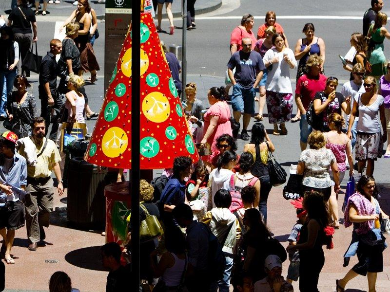 Retailers get $2bn boost on Christmas Eve