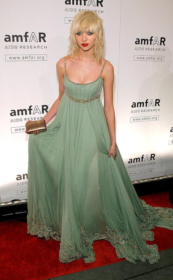 "When is Taylor Momsen going to do something about those lackluster locks ... or her affinity for curtain-like dresses? Jemal Countess/<a href=""http://www.wireimage.com"" target=""new"">WireImage.com</a> - February 12, 2009"
