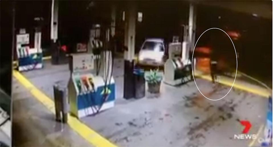 The bungling bandit gave up and fled empty-handed. Source: 7 News