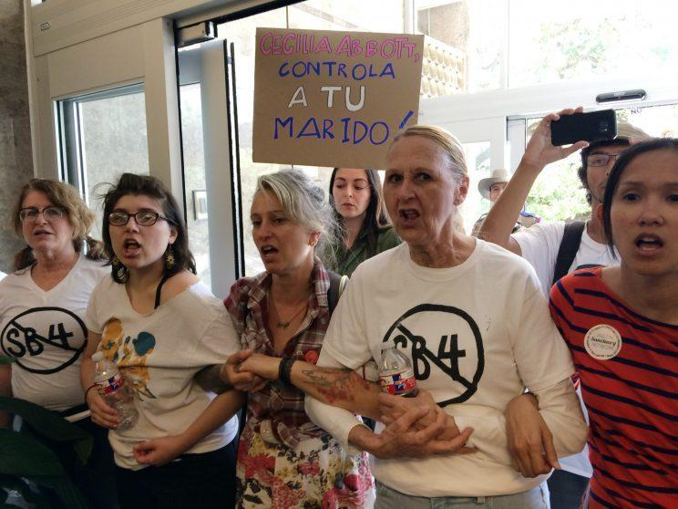 Protesters rallying against proposed Texas legislation that would compel police to enforce federal immigration laws. (Photo: Meredith Hoffman/AP)