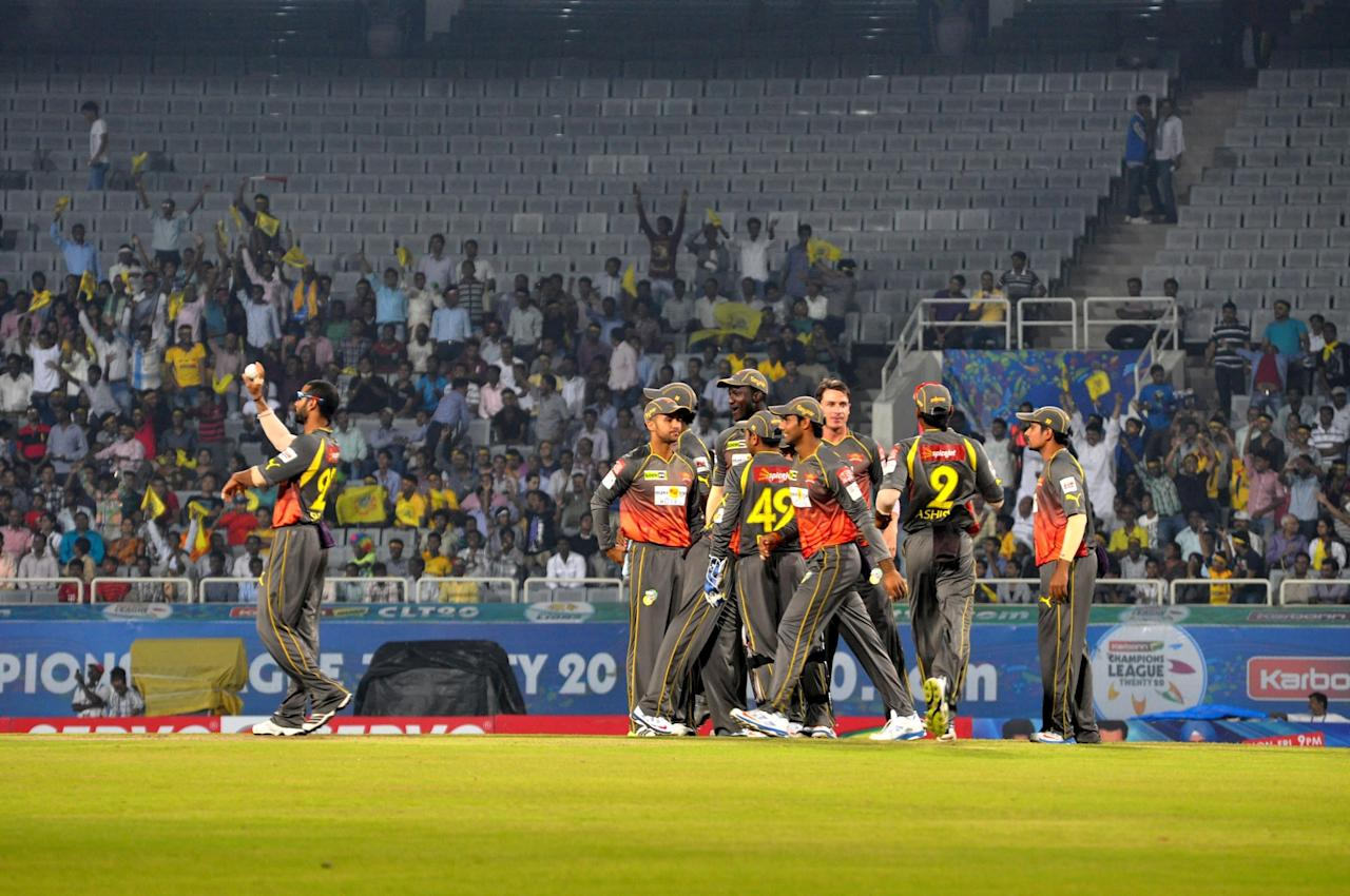 Sunrisers Hyderabad celebrate a wicket against Chennai Super Kings at the JSCA International Cricket Stadium, Ranchi on Sept. 26, 2013. (Photo: IANS)