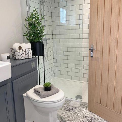 """<p>As well as seriously smart interiors, Danielle from House to Home at Last is loved for her speed cleaning videos, home renovation tips and organising hacks. </p><p><strong>Like this article? <a href=""""https://hearst.emsecure.net/optiext/cr.aspx?ID=DR9UY9ko5HvLAHeexA2ngSL3t49WvQXSjQZAAXe9gg0Rhtz8pxOWix3TXd_WRbE3fnbQEBkC%2BEWZDx"""" rel=""""nofollow noopener"""" target=""""_blank"""" data-ylk=""""slk:Sign up to our newsletter"""" class=""""link rapid-noclick-resp"""">Sign up to our newsletter</a> to get more articles like this delivered straight to your inbox.</strong></p><p><a class=""""link rapid-noclick-resp"""" href=""""https://hearst.emsecure.net/optiext/cr.aspx?ID=DR9UY9ko5HvLAHeexA2ngSL3t49WvQXSjQZAAXe9gg0Rhtz8pxOWix3TXd_WRbE3fnbQEBkC%2BEWZDx"""" rel=""""nofollow noopener"""" target=""""_blank"""" data-ylk=""""slk:SIGN UP"""">SIGN UP</a></p><p>In need of some positivity or not able to make it to the shops? <a href=""""https://go.redirectingat.com?id=127X1599956&url=https%3A%2F%2Fwww.hearstmagazines.co.uk%2Fhb%2Fhouse-beautiful-magazine-subscription-website&sref=https%3A%2F%2Fwww.housebeautiful.com%2Fuk%2Flifestyle%2Fcleaning%2Fg35320801%2Fcleaning-instagram-accounts%2F"""" rel=""""nofollow noopener"""" target=""""_blank"""" data-ylk=""""slk:Subscribe to House Beautiful magazine today"""" class=""""link rapid-noclick-resp"""">Subscribe to House Beautiful magazine today</a> and get each issue delivered directly to your door.</p><p><a href=""""https://www.instagram.com/p/CJsqEbJlXrA/"""" rel=""""nofollow noopener"""" target=""""_blank"""" data-ylk=""""slk:See the original post on Instagram"""" class=""""link rapid-noclick-resp"""">See the original post on Instagram</a></p>"""