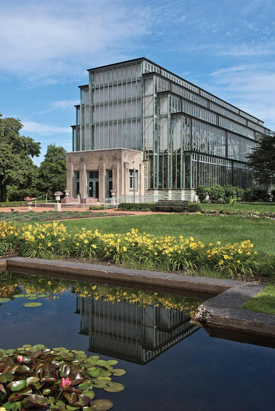 Built in 1936 as part of the Works Progress Administration, the Forest Park Conservatory in St. Louis moves away from the Victorian tradition with an Art Deco form.