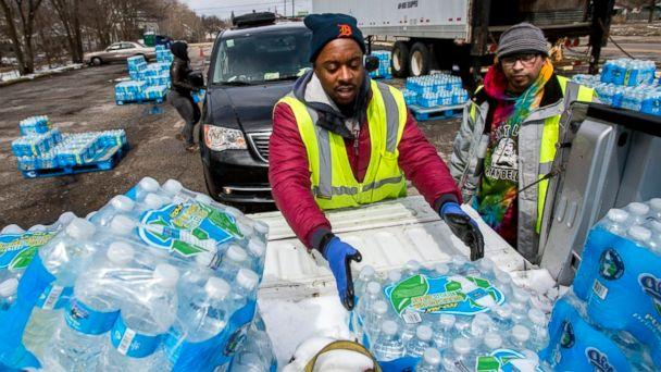 PHOTO: Water distribution employee Albrey Kirkland places water cases into the back of a pickup at a water distribution center on North Franklin Avenue, April 5, 2018 in Flint, Mich. (AP)