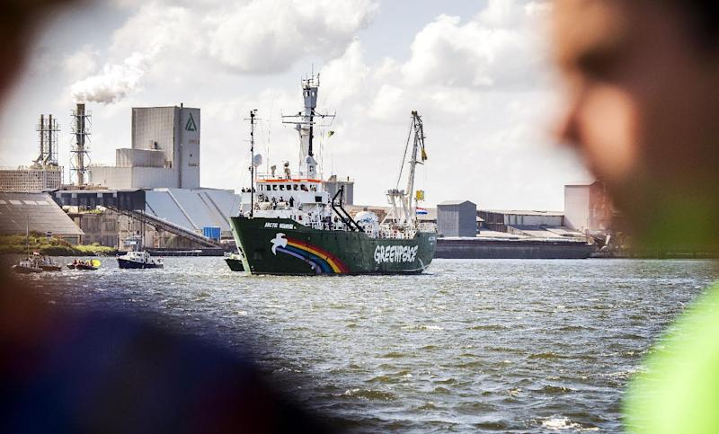 """Greenpeace's ice breaker """"Arctic Sunrise"""" enters its homeport in Amsterdam on August 9, 2014, after returning from Murmansk (AFP Photo/Remko De Waal )"""