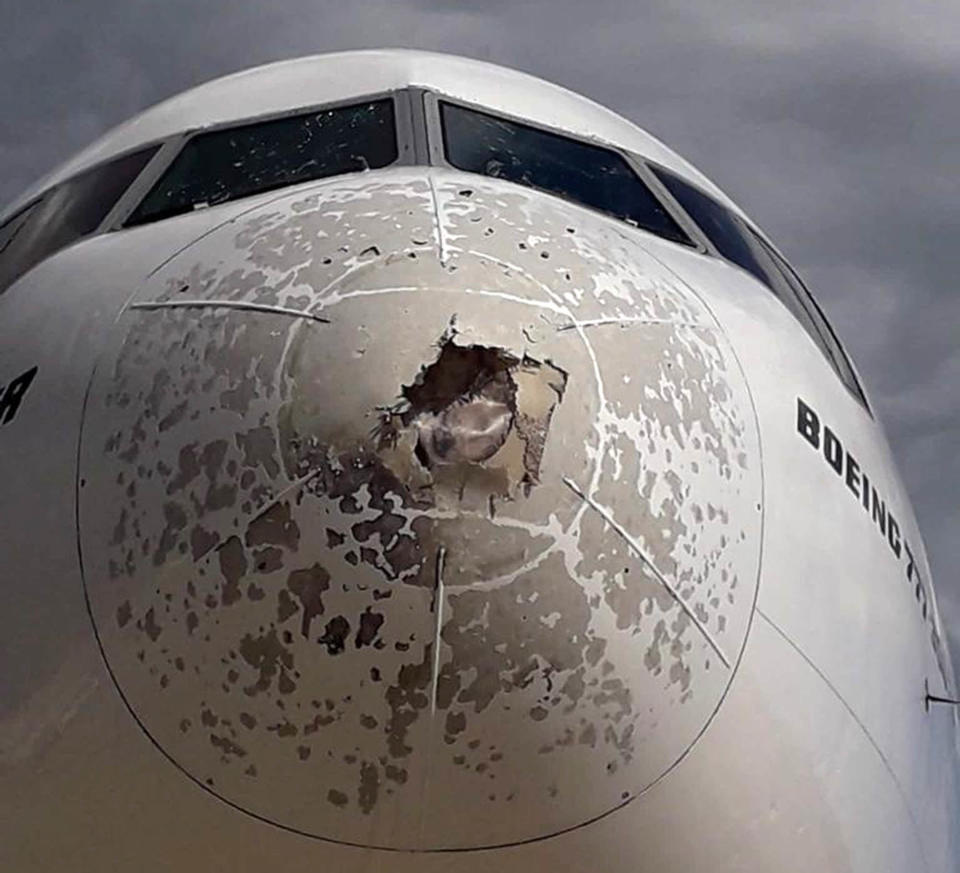 The damage on the Emirates Boeing 777 that headed from Italy to New York, after the hailstorm.