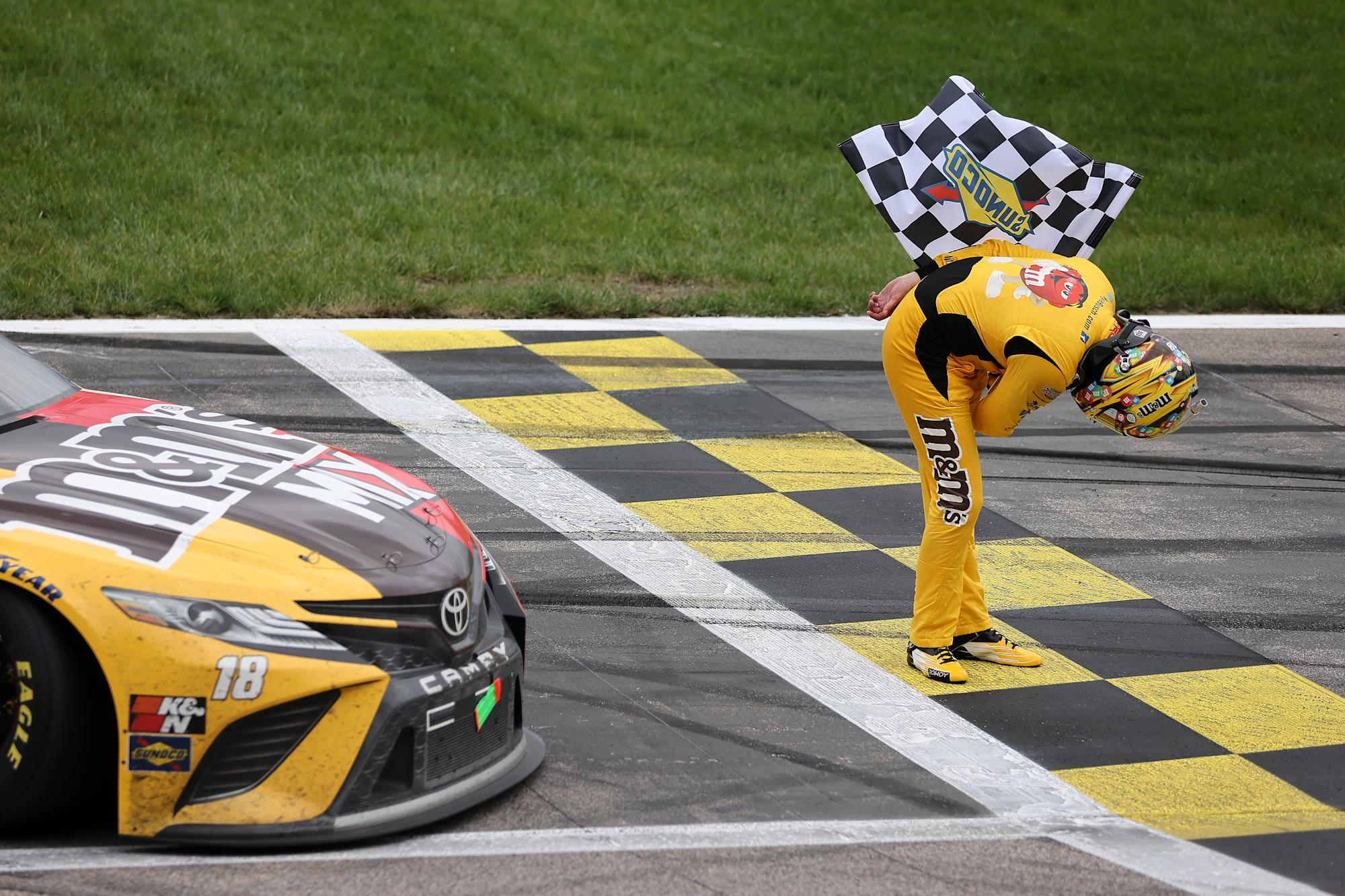 Kyle Busch wins race sponsored by Busch on his birthday at Kansas – Yahoo Sports