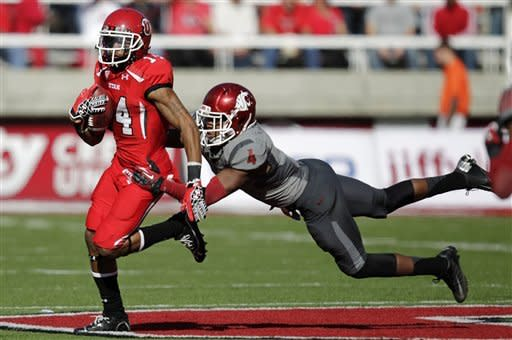 Utah wide receiver Reggie Dunn (14) outruns Washington State safety Anthony Carpenter (4) in the second quarter of an NCAA college football game, Saturday, Nov. 3, 2012, in Salt Lake City. (AP Photo/Rick Bowmer)