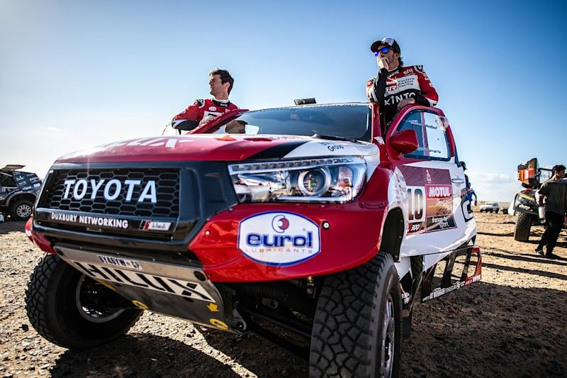 Alonso forced to make repairs after Dakar impact