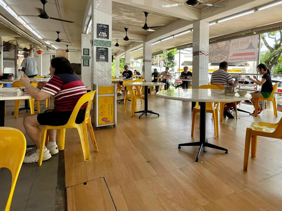 Dine-in at food & beverage establishments in Singapore like this coffeeshop in Sin Ming resumed on 21 June 2021 during Phase 3 (Heightened Alert). (PHOTO: Dhany Osman/Yahoo News Singapore)