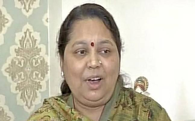 A day before UP votes, Mulayam's wife Sadhna Yadav says Akhilesh was misled, Shivpal not at fault