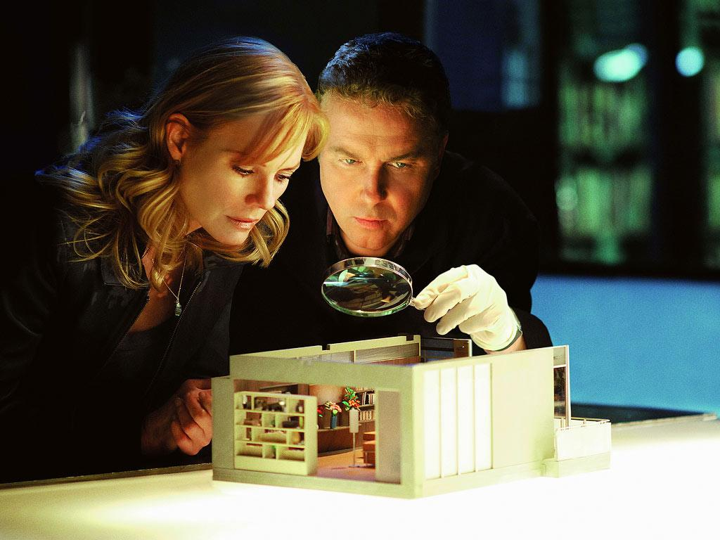 """The miniature killer reveals that he/she is still at large by sending Grissom an especially chilling miniature that forewarns a woman and her cat are scheduled to die the next day. (""""Monster in the Box"""" 2/15/2007, Season 7)"""