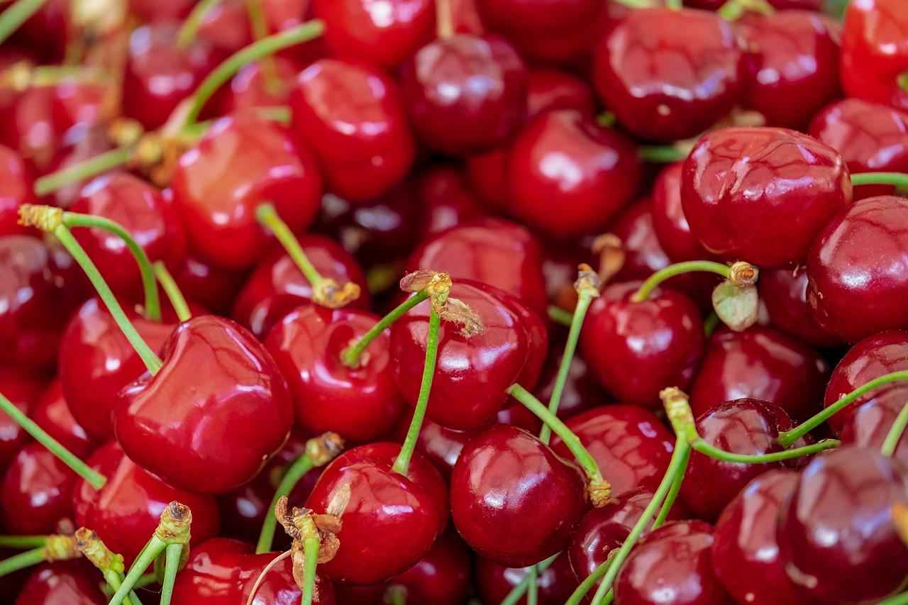 With a low glycemic index of 22, rich in vitamin C, antioxidants, iron, beta-carotene, potassium, folate, magnesium and fibre, cherries extremely beneficial for diabetes. Moreover, cherries are full of anthocyanins which are believed to bring down the blood sugar levels by boosting the production of insulin by fifty per cent. You can eat cherries in fresh form. Consuming 1 cup of cherries in a day can be quite helpful in keeping diabetes under control.