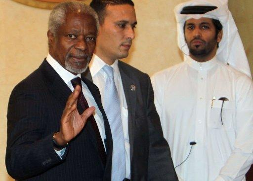 UN-Arab League envoy Kofi Annan (left) arrives for an Arab ministerial committee meeting in Doha
