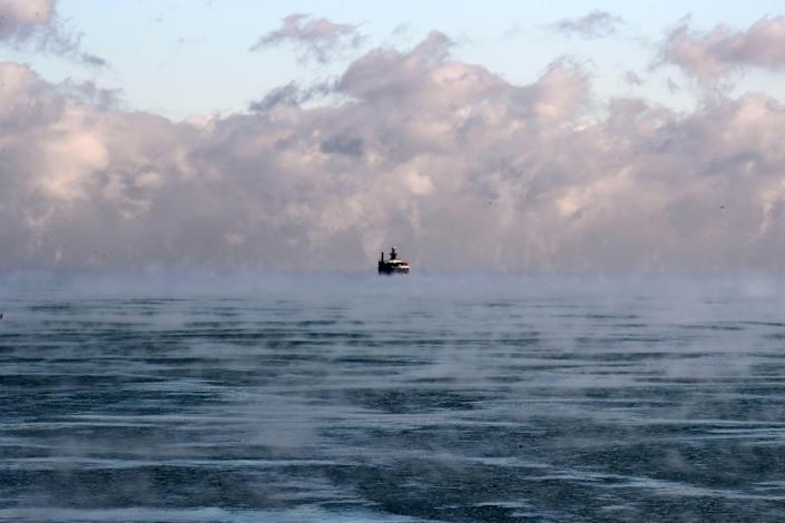<p>A ship is seen on the Lake Michigan after it has frozen partially during winter season in Chicago on Dec. 26, 2017. (Photo: Bilgin S. Sasmaz/Anadolu Agency/Getty Images) </p>