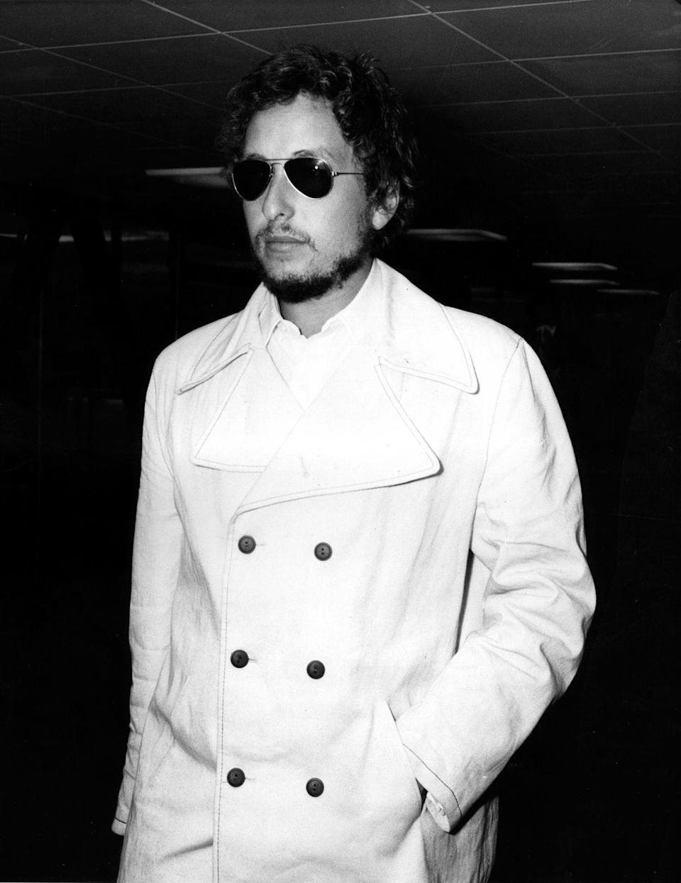 <p>Bob Dylan at Heathrow Airport in London in 1969.</p>