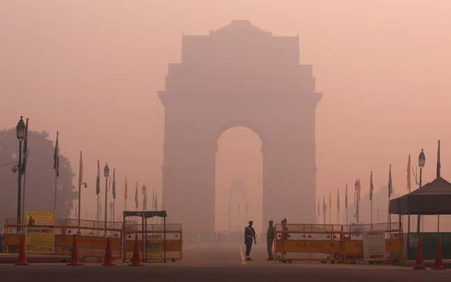 <p>Despite the SC banning the sale of firecrackers in Delhi, the air quality index in the city has already started deteriorating come Diwali. A CPCB report claims that Delhi's air quality has gone from 'moderate' to 'poor' to 'very poor' since October 7.</p>
