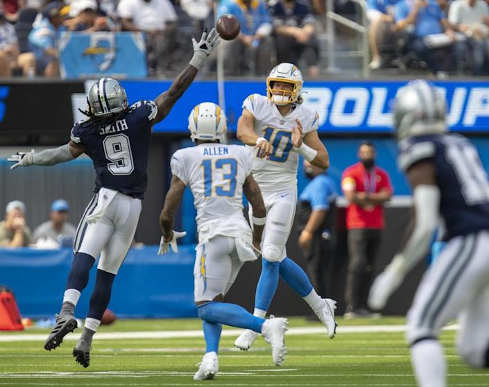 Dallas Cowboys middle linebacker Jaylon Smith tries to block a pass by Chargers quarterback Justin Herbert.