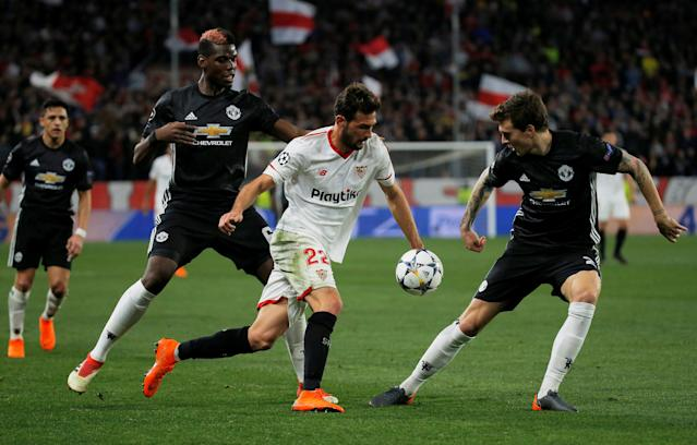 Soccer Football - Champions League Round of 16 First Leg - Sevilla vs Manchester United - Ramon Sanchez Pizjuan, Seville, Spain - February 21, 2018 Sevilla's Franco Vazquez in action with Manchester United's Paul Pogba and Victor Lindelof REUTERS/Juan Medina