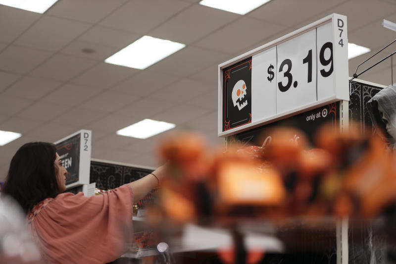 US retail sales edged up in September