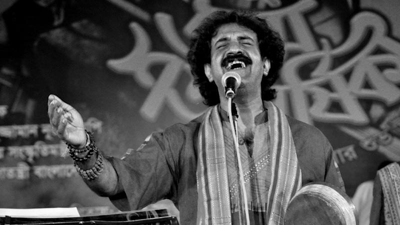 Popular Bengali Folk Singer Kalika Prasad Dies in Car Accident