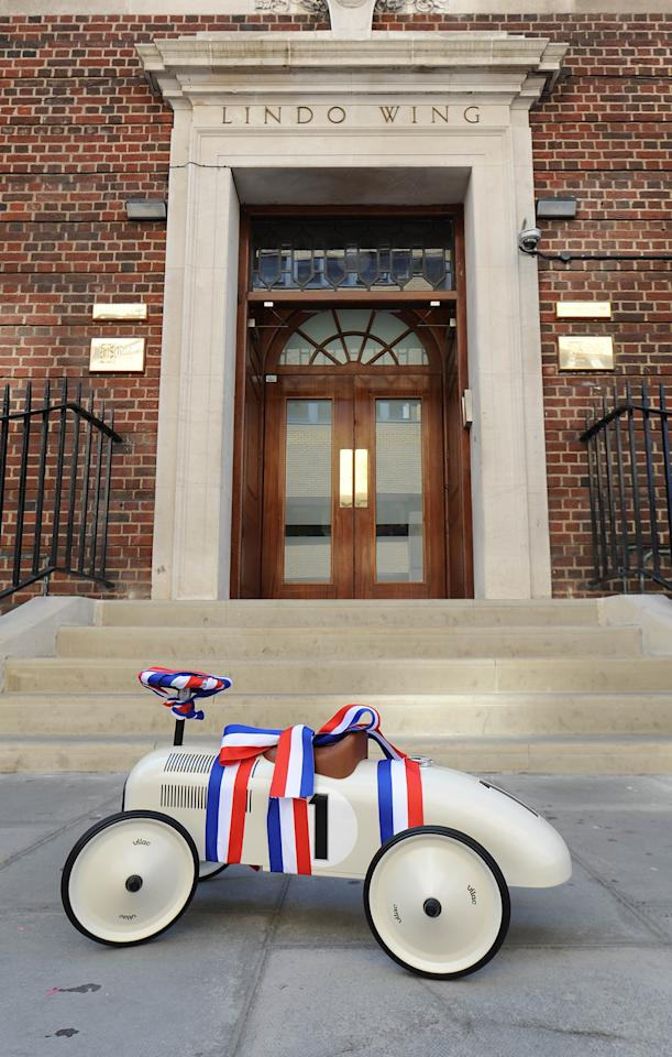 LONDON, UNITED KINGDOM - JULY 19: General view of a gift delivery outside the St. Mary's Hospital in Paddington as the UK prepares for the birth of the first child of The Duke and Duchess of Cambridge on July 19, 2013 in London, England. (Photo by Stuart C. Wilson/Getty Images)