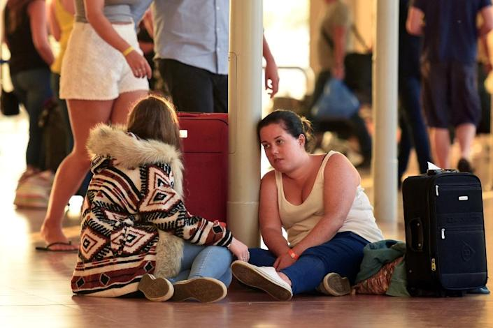 British tourists at the airport in Egypt's Red Sea resort of Sharm El-Sheikh on November 6, 2015 (AFP Photo/Mohamed El-Shahed)