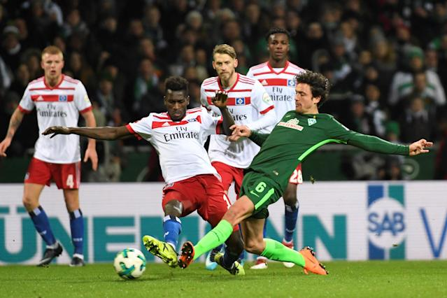 Soccer Football - Bundesliga - Werder Bremen vs Hamburger SV - Weser-Stadion, Bremen, Germany - February 24, 2018 Werder Bremen's Thomas Delaney in action with Hamburg's Bakery Jatta REUTERS/Fabian Bimmer DFL RULES TO LIMIT THE ONLINE USAGE DURING MATCH TIME TO 15 PICTURES PER GAME. IMAGE SEQUENCES TO SIMULATE VIDEO IS NOT ALLOWED AT ANY TIME. FOR FURTHER QUERIES PLEASE CONTACT DFL DIRECTLY AT + 49 69 650050