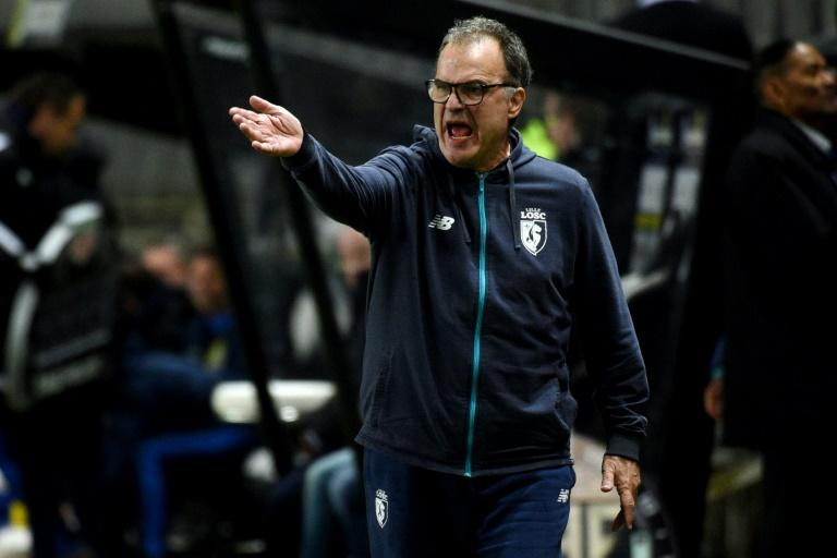 Lille's head coach Marcelo Bielsa shouts during the French L1 football match against Amiens
